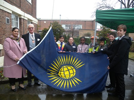 Mayor of Broxtowe, Deputy lieutenant of nottingham and school children holding the common wealth flag