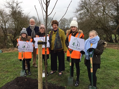 Lorna and her fellow pupils join Cllrs Jill Owen and Bob Willimott in planting trees