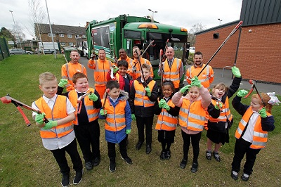 Children from Sunnyside help the Council's Recycling Team on a litterpick