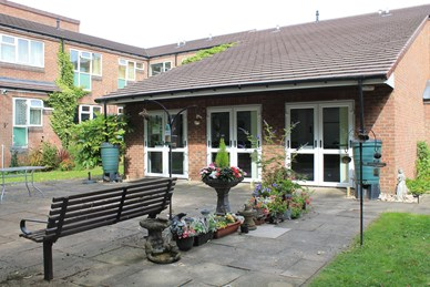 Gutersloh Court - Independent Living scheme - Communal garden